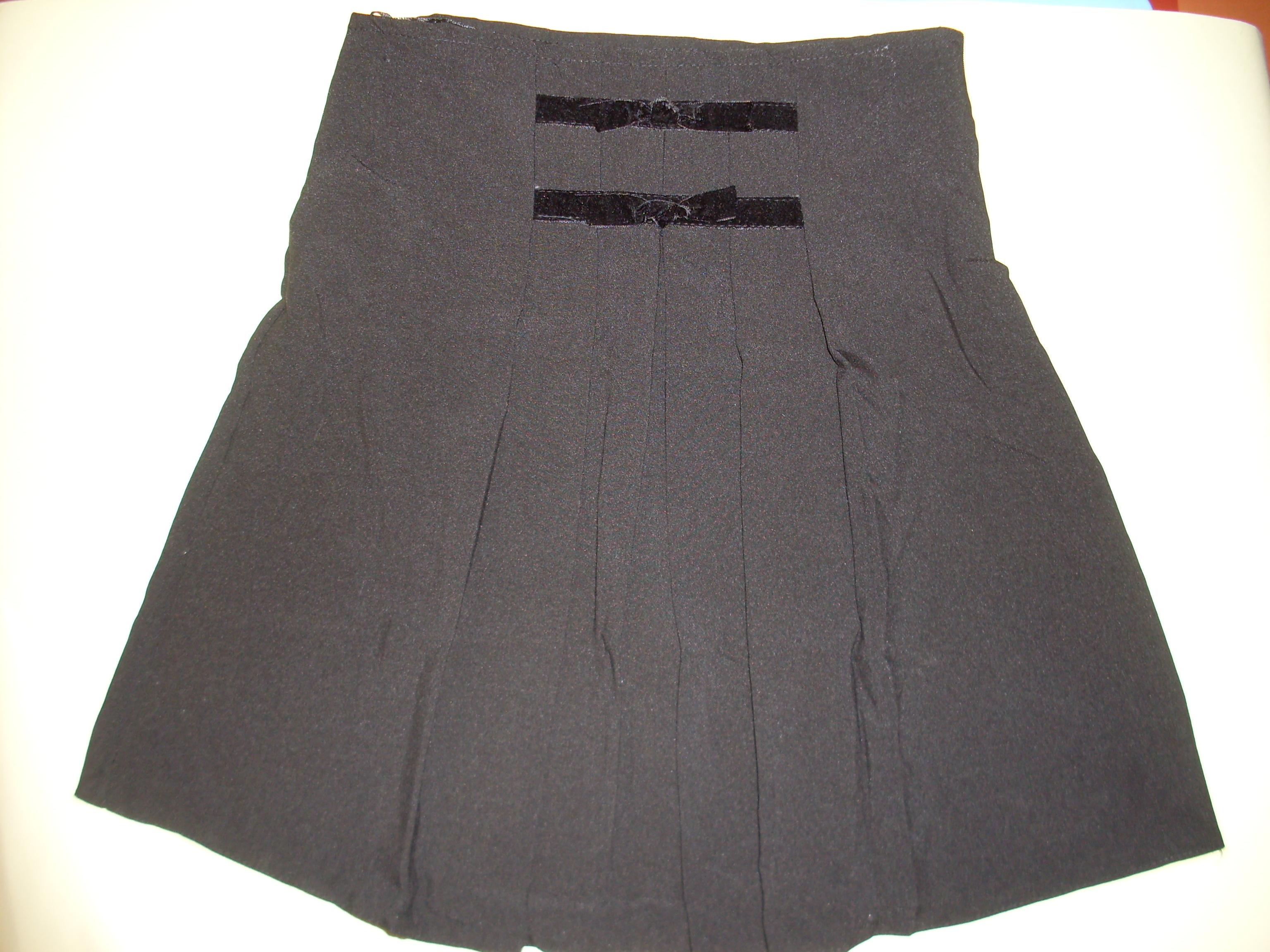 Ünneplő szoknya fekete – Rongyos Rozi – Új Babaruha és Gyerekruha ... a6e67801f9
